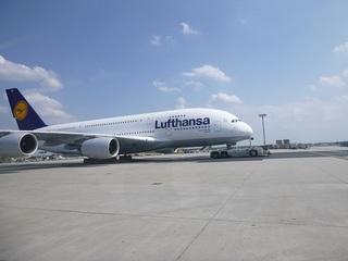 FRAではA380が引っ張られていました。